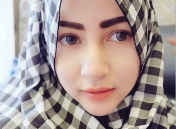 Ini Dia Beberapa Selebriti Yang Berpenampilan Islami